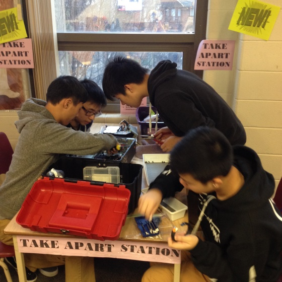 students try to fix eletronics